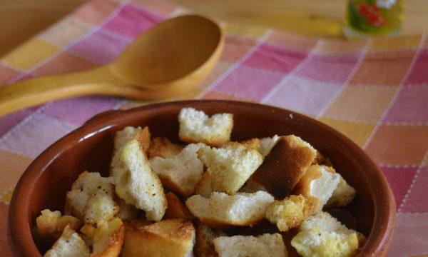Crostini di pane per zuppe e vellutate