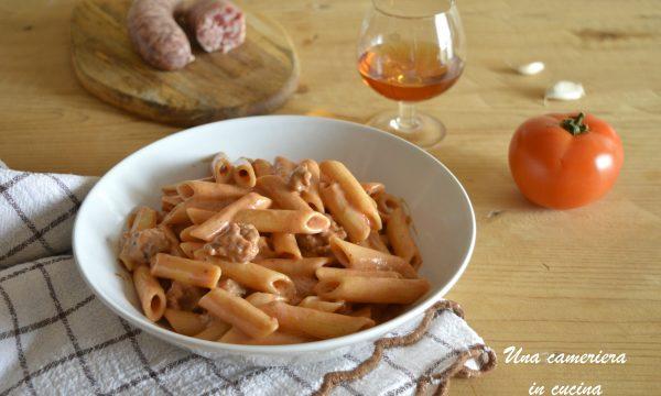 Penne al cognac e salsiccia