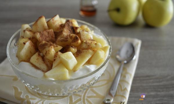Coppa allo yogurt con mele e miele
