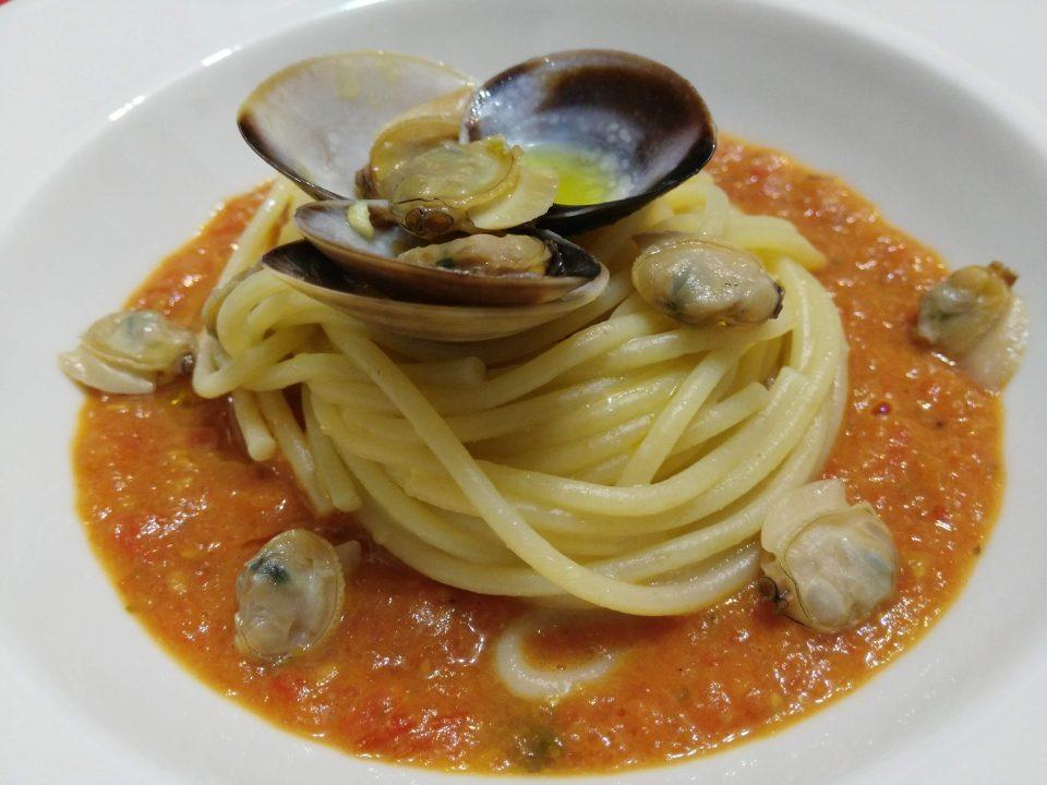 spaghetti alle vongole e pomodorini confit