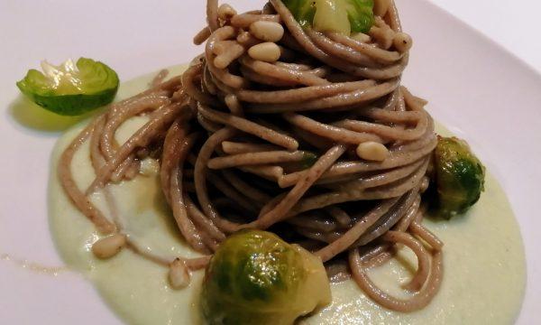 Spaghetti integrali con cavoletti di Bruxelles