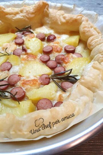 Pizza sfoglia wurstel e patate.