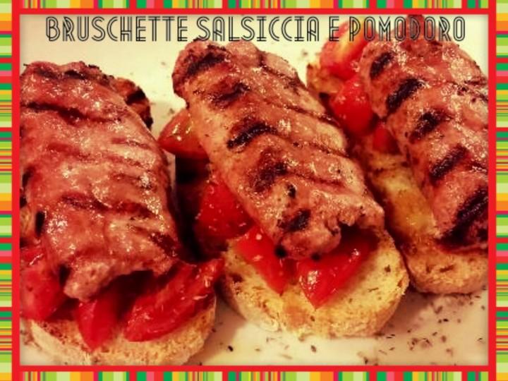 Bruschette salsicce e pomodori