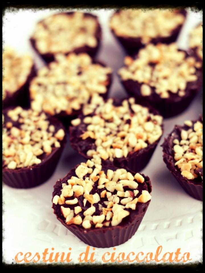 Cestini di cioccolato ripieni di crema di nocciole
