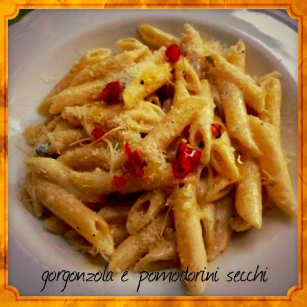 Penne gorgonzola e pomodori secchi