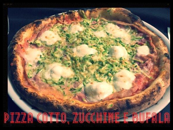 Pizza cotto, zucchine e bufala