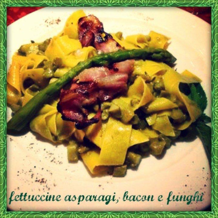 Fettuccine asparagi, bacon e funghi