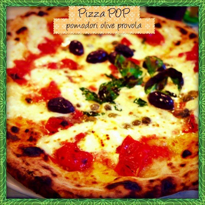 Pizza pomodori olive e provola