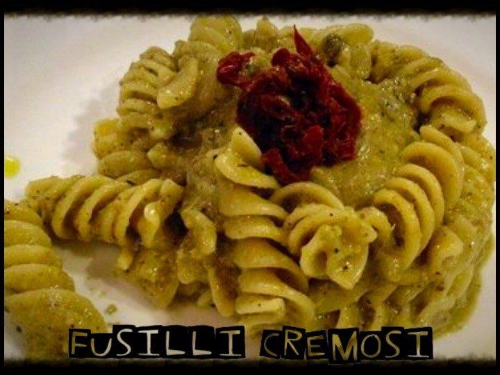 Fusilli funghi, ricotta, noci e pomodori secchi