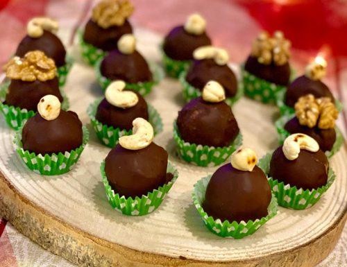 Praline di cioccolato con frutta secca