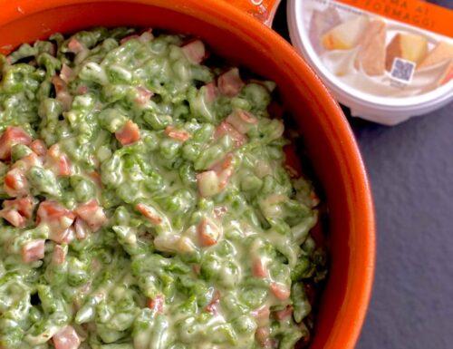 Spatzle agli spinaci con crema ai 5 formaggi e speck