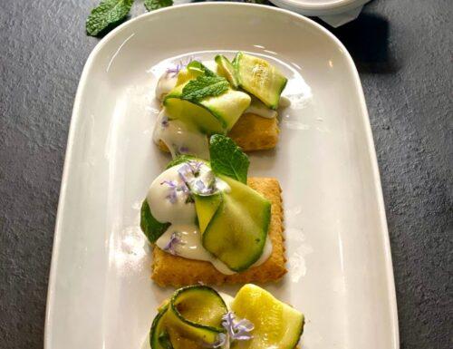 Frollini salati con zucchine e crema al parmigiano