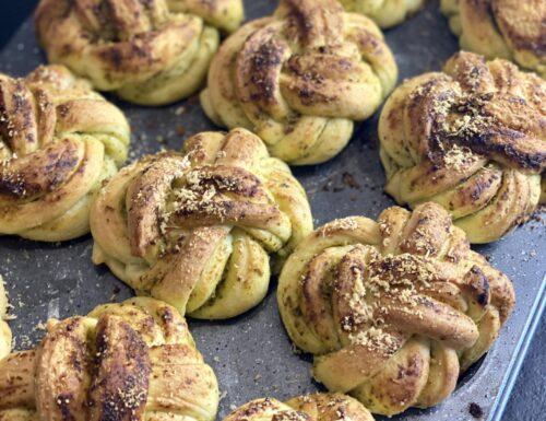 Muffin intrecciati al pesto