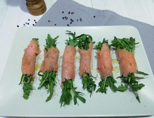 Involtini di salmone e rucola