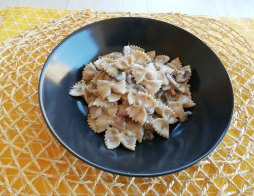 Pasta funghi, speck e besciamella