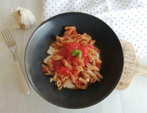 Pennette al pomodoro e mozzarella facili e veloci