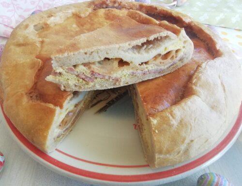 Pizza rustica ripiena con lievito madre