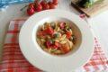 Pasta con zucchine e pomodori ciliegino