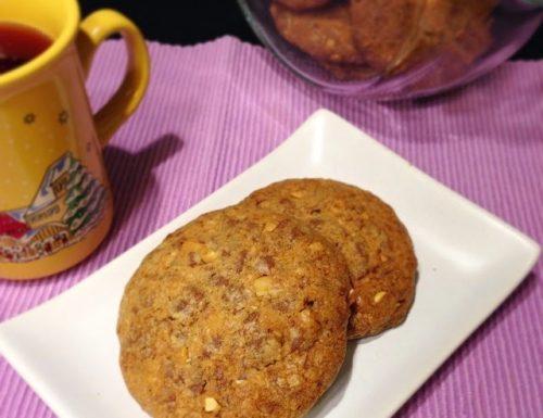 Cookies al Cioccolato al latte con Noci e Arachidi