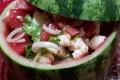 Insalata d'anguria e feta con cipolle di tropea