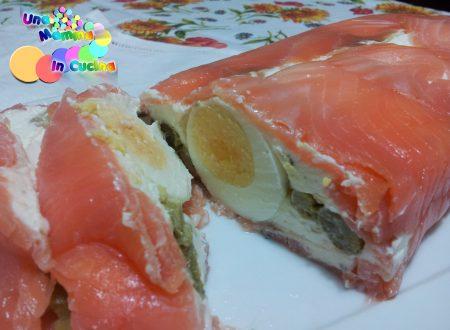 Mattonella di salmone con asparagi e uova