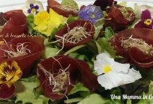 Fiori di bresaola IGP con fiori commestibili
