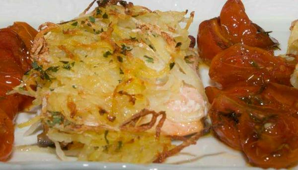 Trota salmonata marinata al pepe rosa, in crosta di patate julienne