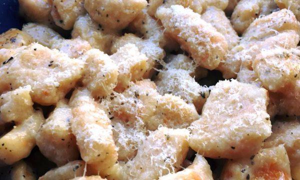Gnocchi di zucca con burro, salvia e pecorino