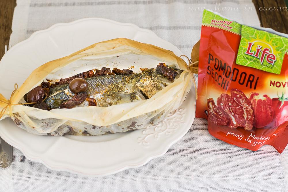 Spigola al Cartoccio con Pomodori Secchi e Olive
