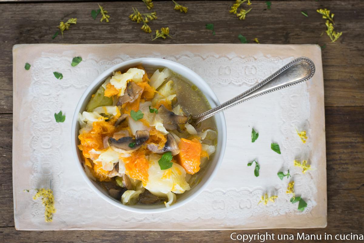 Zuppa di Cavolo Cappuccio, Zucca e Funghi