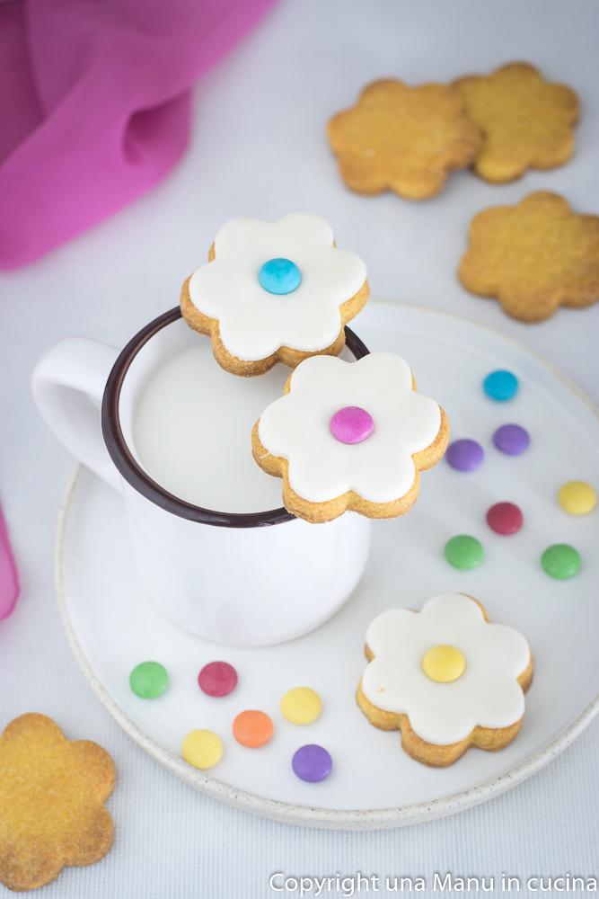 Anche decorare i biscotti è stato molto divertente! Se volete prepararli  anche voi, leggete la ricetta