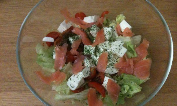 Insalata fresca con salmone