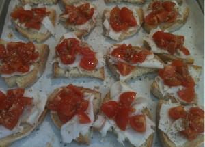 crostini al lardo di colonnata e pomodorini