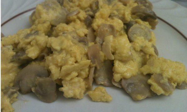 Uova strapazzate ai funghi