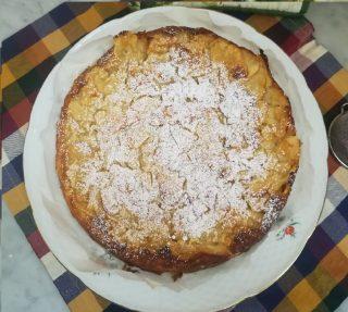 torta di mele morbida e velocissima con zucchero a velo