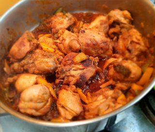 pollo alla paprika pronto per essere mangiato
