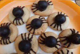 biscotti con al centro il cioccolatino rotondo