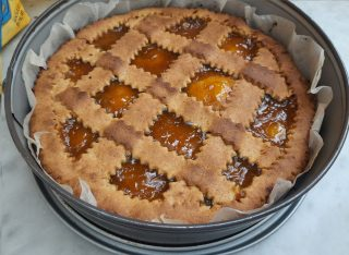 crostata all'albicocca con frolla all'olio