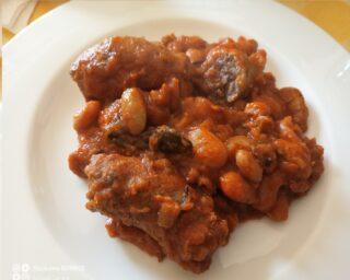 salsicce e fagioli serviti
