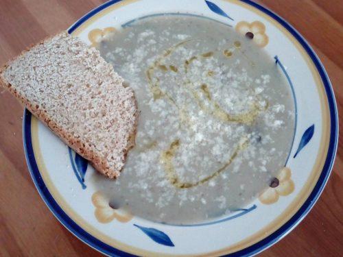 Zuppa di topinambur, patate e cannella