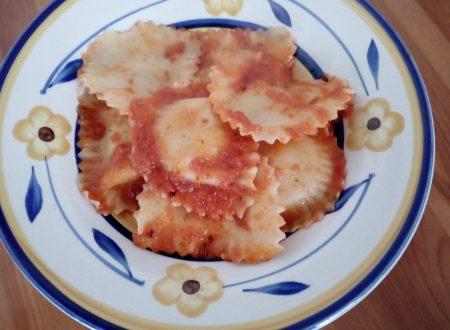 Granpanzerotti con gamberi e polpa di granchio al doppio pomodoro