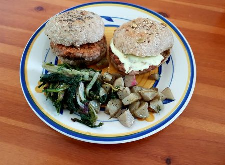 Hamburger casalinghi con doppia salsa