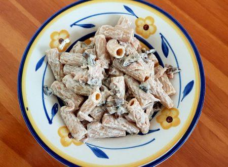Pasta integrale ai funghi, prosciutto e crema di ricotta