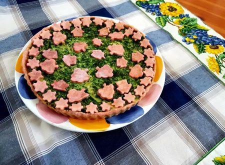 Torta salata rosa agli spinaci, ricotta e mozzarella
