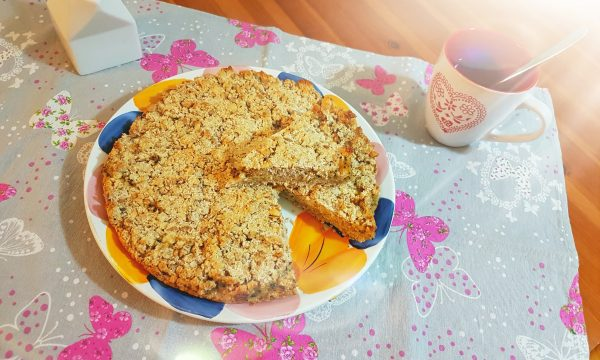 Torta ai fiocchi d'avena e marmellata di kiwi