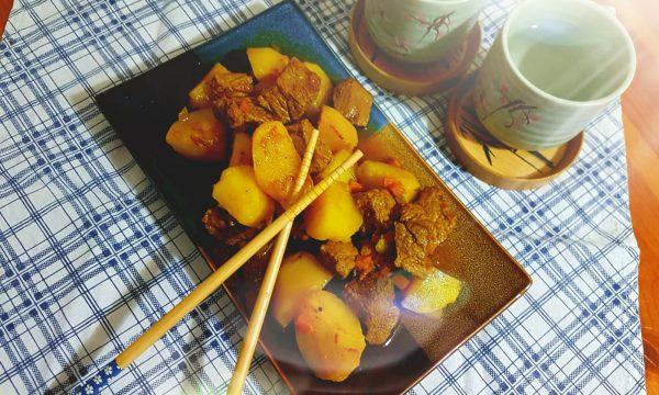 Spezzatino con patate alla curcuma