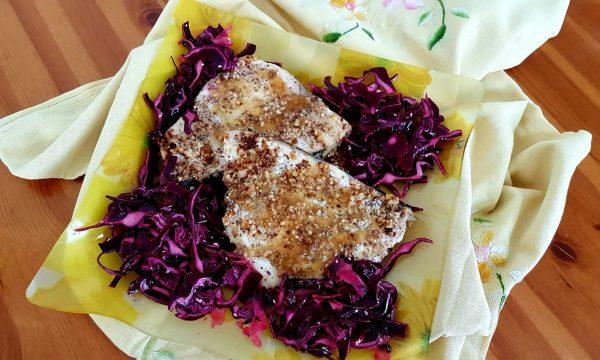 Pesce spada alle mandorle con insalata di cavolo