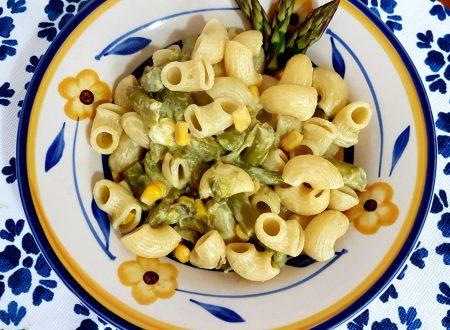 Pasta agli asparagi, mais e stracciatella