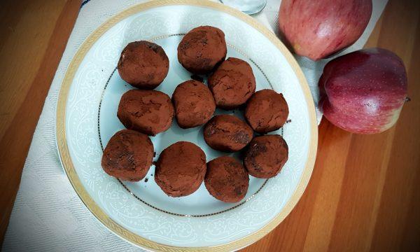 Tartufi alle mele, cocco e anacardi