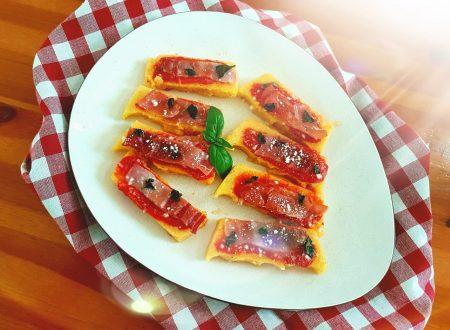 Tartine di polenta con speck e pecorino romano